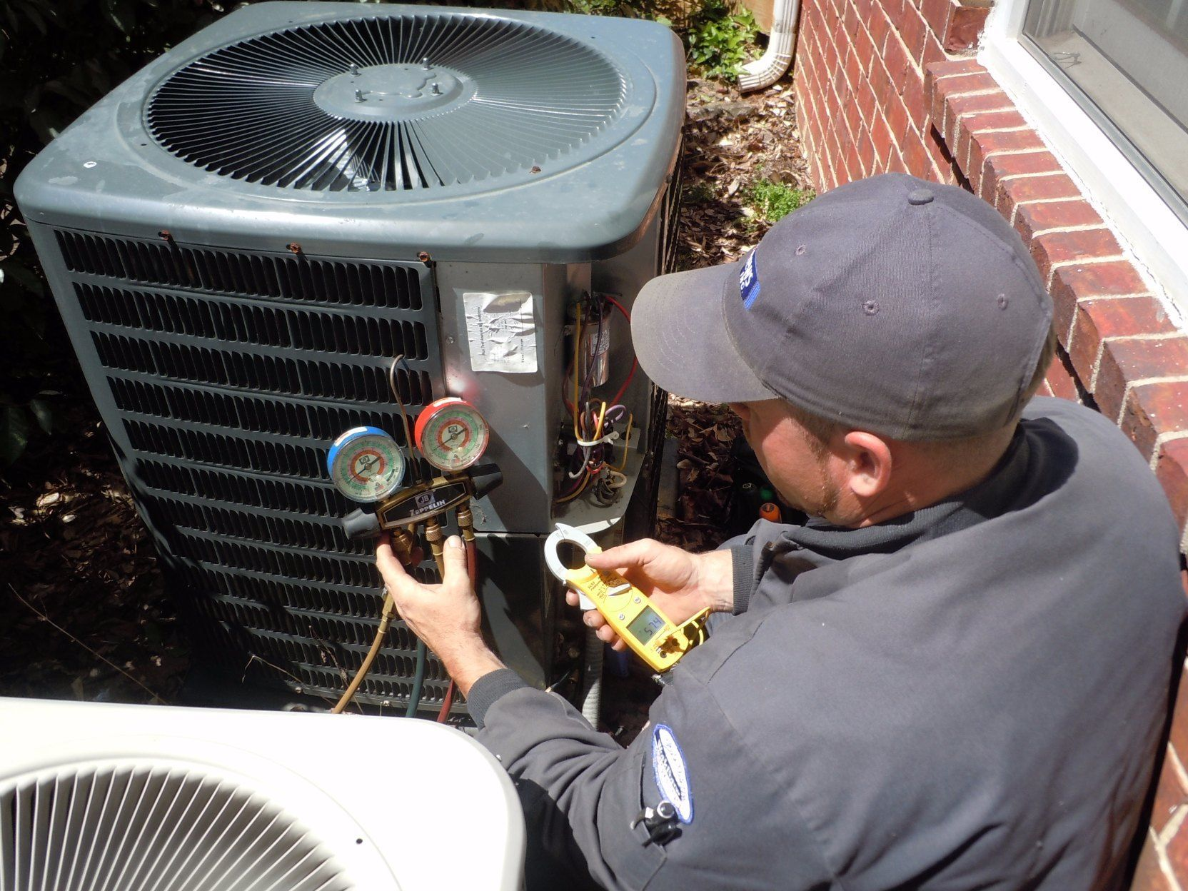 Simple Air Conditioner Maintenance Tips to Save Energy and