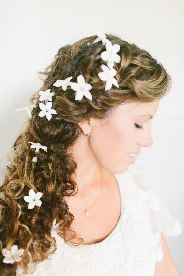 20 Fresh Flower Hairstyles For Spring + Summer: Http://www.stylemepretty