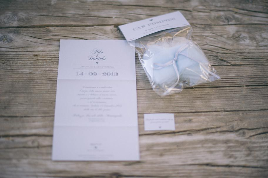 AnD photography handmade -  wedding invitation idea -  what about the pom-pon for cars?! a special gift for the wedding guests! we love this idea!