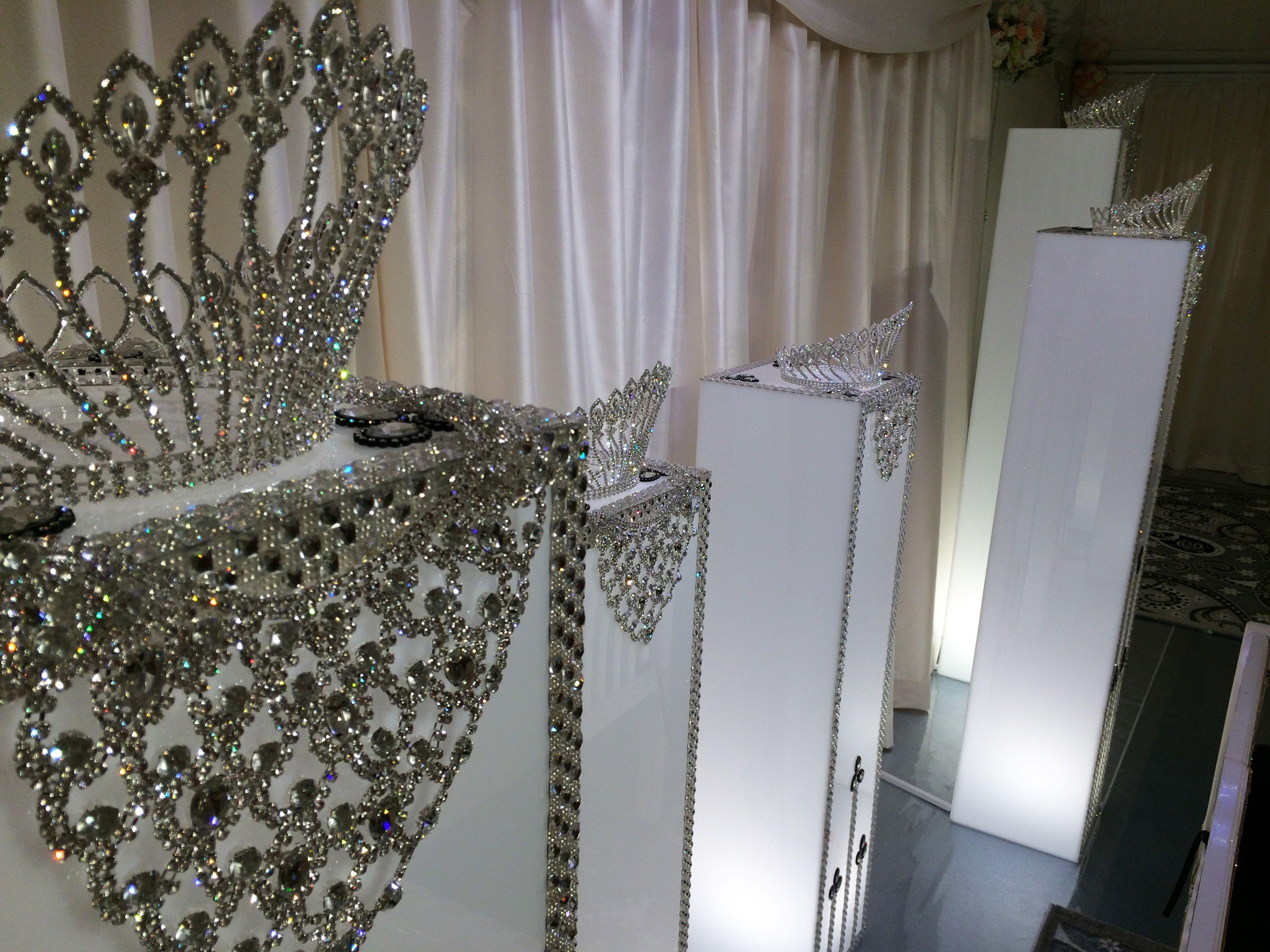 Stylish! #Lagunsari #wedding Love #catering #cater #event #function #love @lagunsarilove #new #newlook #style #crown #glory Crowningglory #theme #diamonds #shine #malaywedding #halal #malay #eat #blissful #bliss