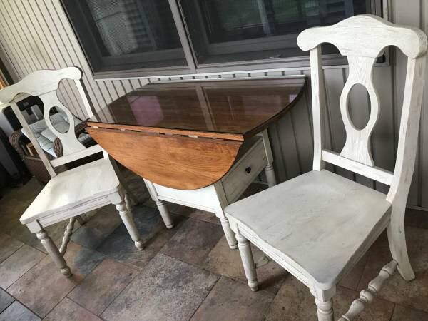 Broyhill Attic Heirlooms Petite Drop Leaf Table With Off White Base And Side Chairs Dining Room Furniture Furniture Drop Leaf Table