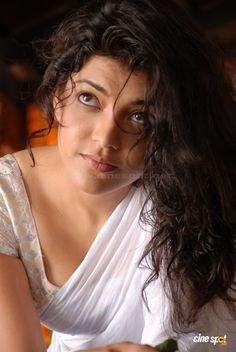 agarwal hot saree in Kajal boobs