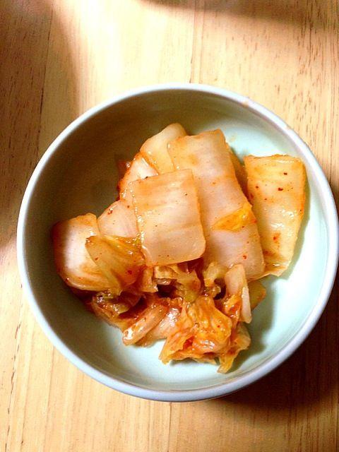 ピザーラコラボキムチにヒントを得て、桃屋キムチの素にあるレシピにそって作ったけれど、まだまだ改良が必要な様子(ー ー;) - 8件のもぐもぐ - トマト入り白菜キムチ by shiwon