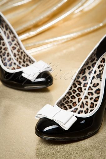 Pinup Couture - 50s Betty Bow Pumps in Black and White