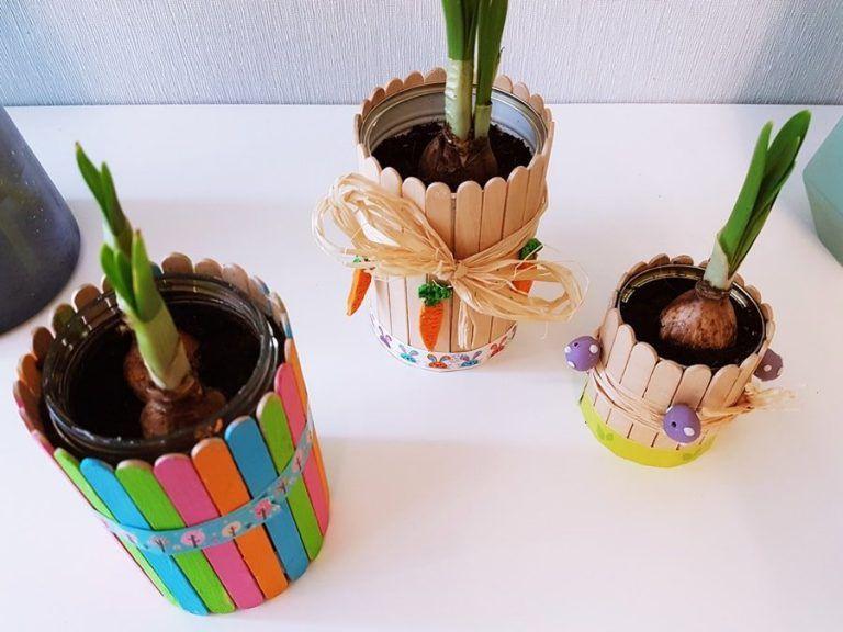 Blumentopf aus Dosen & Eisstielen: Frühlingsdeko selber basteln