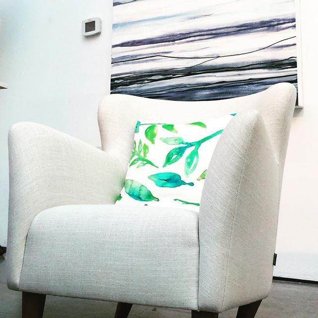 Add that perfect pop of color to your whites!! 🌱 (And don't forget a @danamooneyart art piece, too!)   Featuring the Kevin print by JOUE Design   Shop this look and more www.jouedesign.com   original artwork   painting   watercolor   textile print   fabric   linen cotton   down feather   throw pillow   floral   botanical