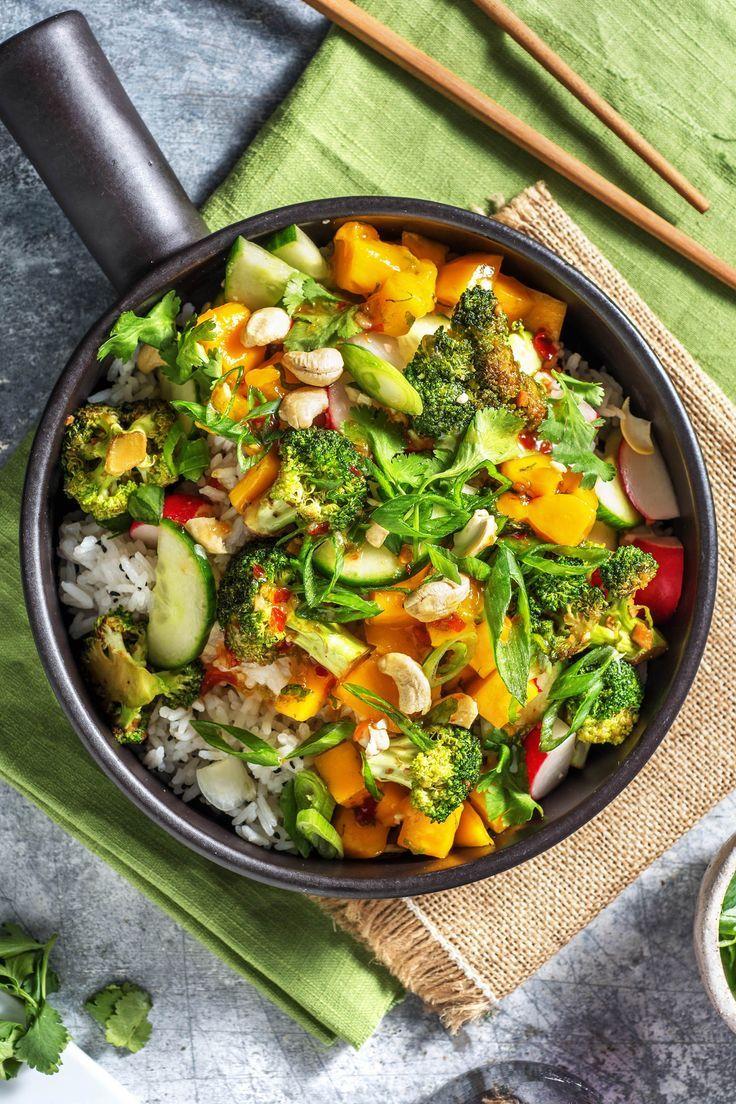 Sommer-Bowl mit Mangoreis dazu würziger Brokkoli und Radieschen-Gurken-Salat,  Sommer-Bowl mit Mangoreis dazu würziger Brokkoli und Radieschen-Gurken-Salat,
