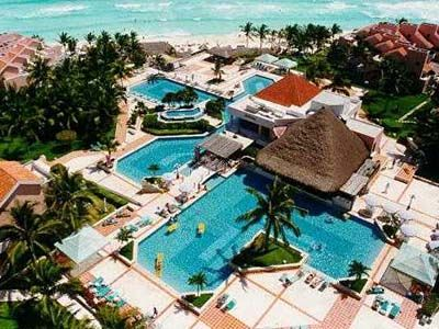 Girls Trip To Cancun Was A Little More Lively Than Planned Thx To Hurricane Roxanne Omni Cancun Cancun Hotels Cancun