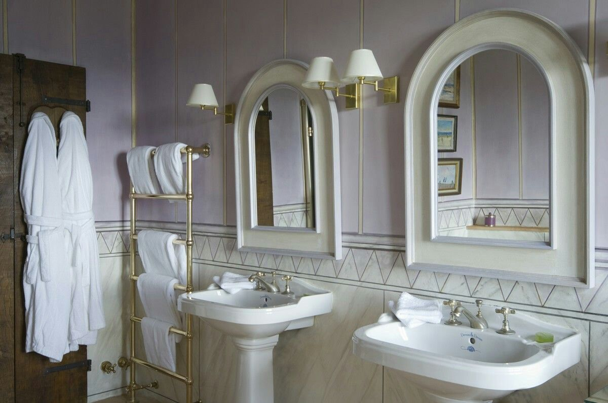 Lavander bathroom at Palazzo Gemma luxury historical