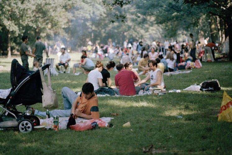 03. BEHAVIOUR ************************** [Marina Ballo Charmet - Berlino. Tiergarten, dalla serie Il parco, 2007].