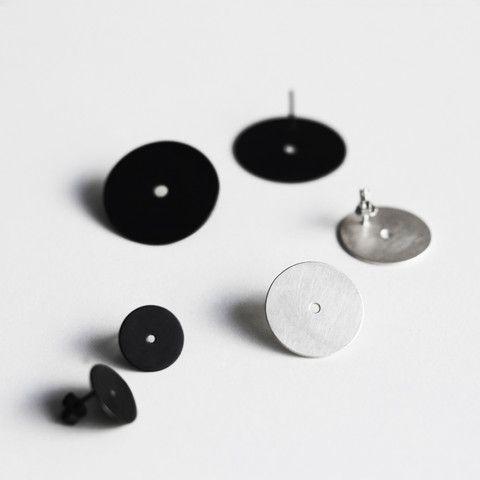 PLANE dot earrings