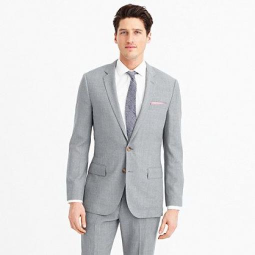Ludlow Traveler suit jacket in Italian wool - light grey suit for groomsmen or vice versa #groomoutfit #groom #outfit #charcoal
