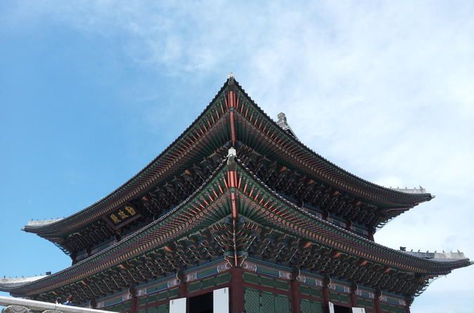 Half-day Walking Tour: Gyeongbokgung Palace and Bukchon Hanok Village Discover Korea's old palace architecture during this 3-hour walking tour of Seoul, which also includes stops at the National Folk Museum of Korea and Bukchon Hanok Village. A knowledgeable local guide will introduce you to traditional and contemporary principles of Korean design through architecture, culture and art. Learn how these aesthetics are used in both Korean palace architecture and common houses as ...