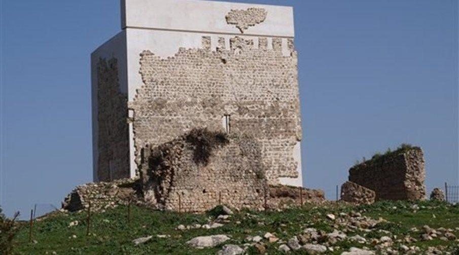 Restauro de castelo dá polémica em Espanha - Insólitos - Correio da Manhã
