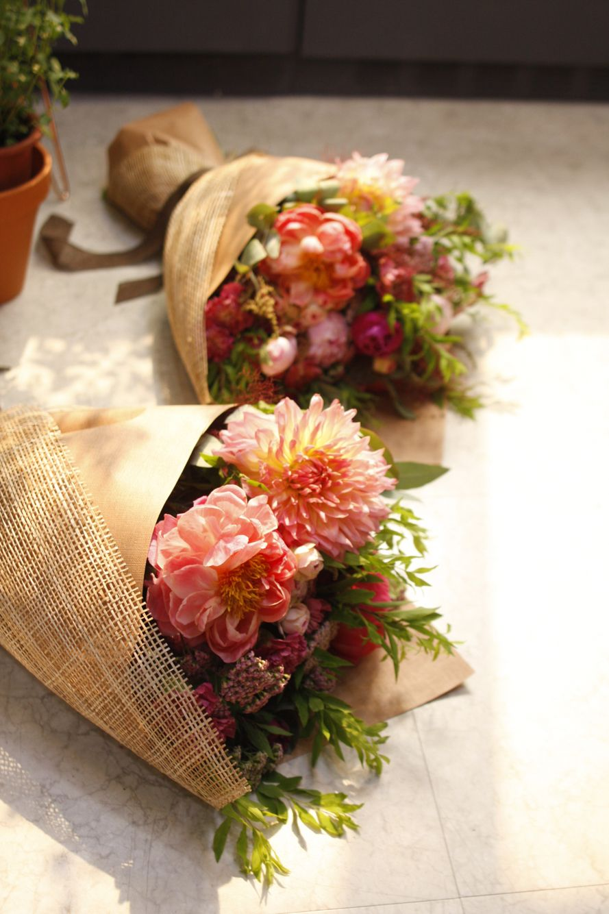 Flower wrapping … How to wrap flowers, Flower bucket