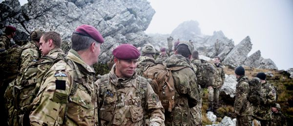 4 PARA on Op FIRIC in the Falkland Islands, patrolling with