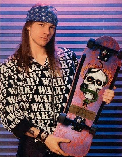 Axl Rose met skateboard