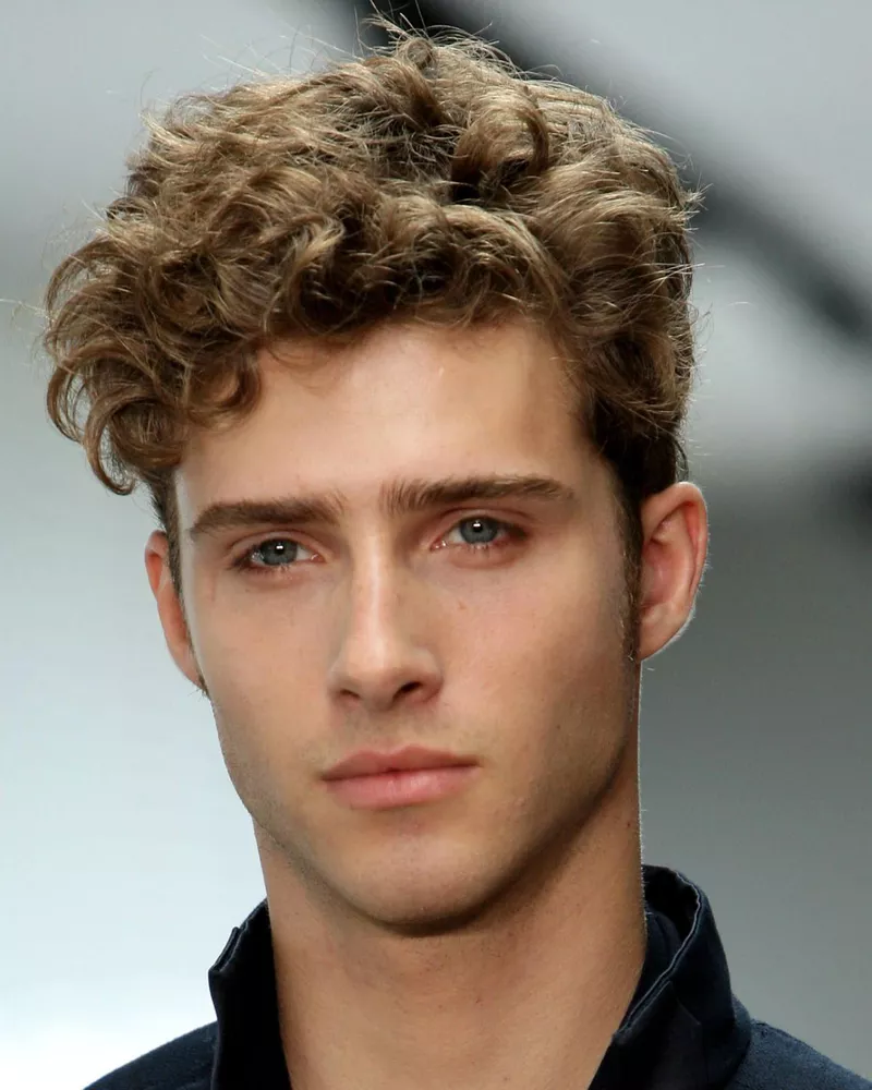 Here S Exactly How To Style Your Curly Hair Men S Curly Hairstyles Wavy Hair Men Curly Hair Men