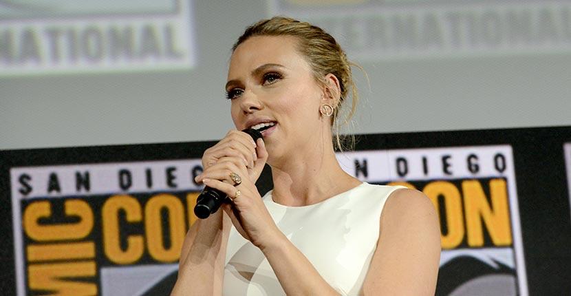 Scarlett Johansson's Engagement Ring Is EPIC Scarlett