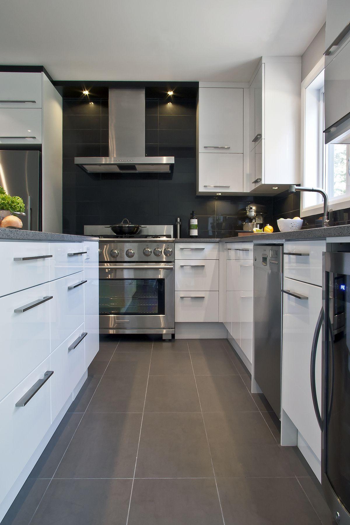 cuisine contemporaine dans une construction neuve thermo. Black Bedroom Furniture Sets. Home Design Ideas
