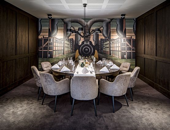 Design Stoelen Enschede.Nijboer Van Der Valk Hotel Enschede Restaurant Hotel Tafel