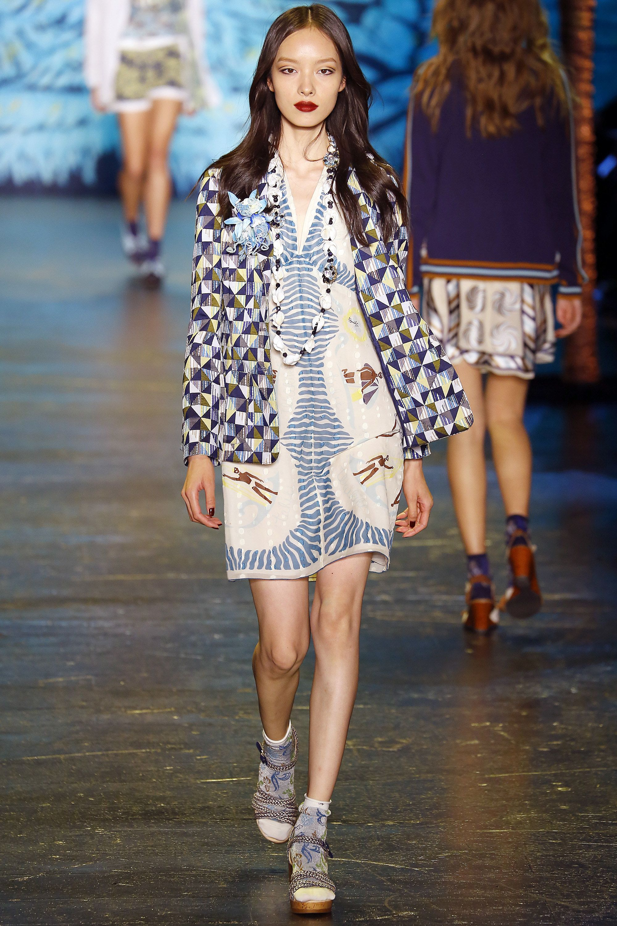 f6bb804bbf6 Anna Sui Spring 2016 Ready-to-Wear Collection Photos - Vogue