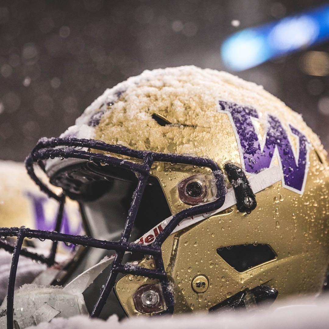 The University Of Washington Football Godawgs Huskyfan Pac12 Purplereign Pac12football Foot Washington Huskies Football Football Washington Football