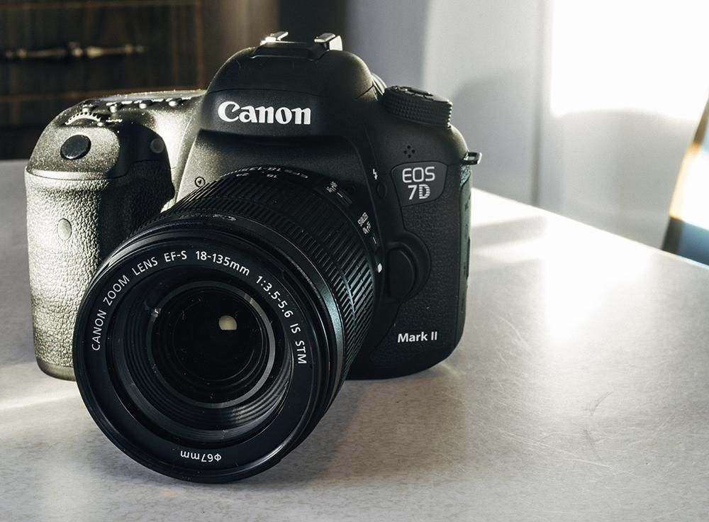 Canon 7d The 7d Fits Into The Canon Range Above The 50d And This Is Apparent When You Place Them Alongside One Anothe Best Digital Camera Best Dslr Canon Eos