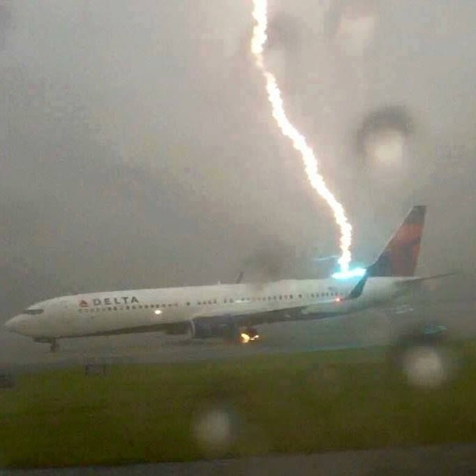 Kktv 11 News Kktv Brian Bledsoe Delta Flight Landing In Atlanta This Afternoon The Lightning Passed Through The M Lightning Passenger Planes Delta Airlines