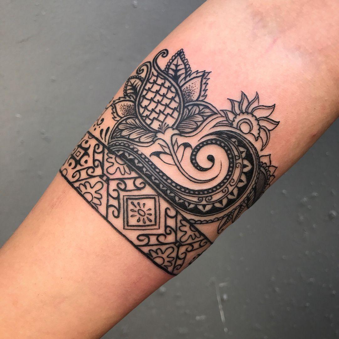 Hand Tattoo Batik Design