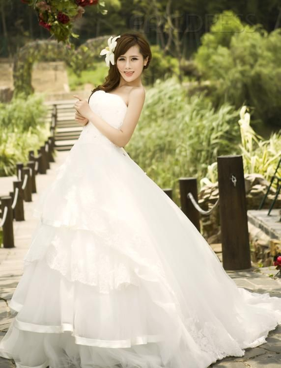 Sweety Strapless A-Line Tiered Court Train Wedding Dress Vintage Wedding Dresses - ericdress.com 10474921 $181.29