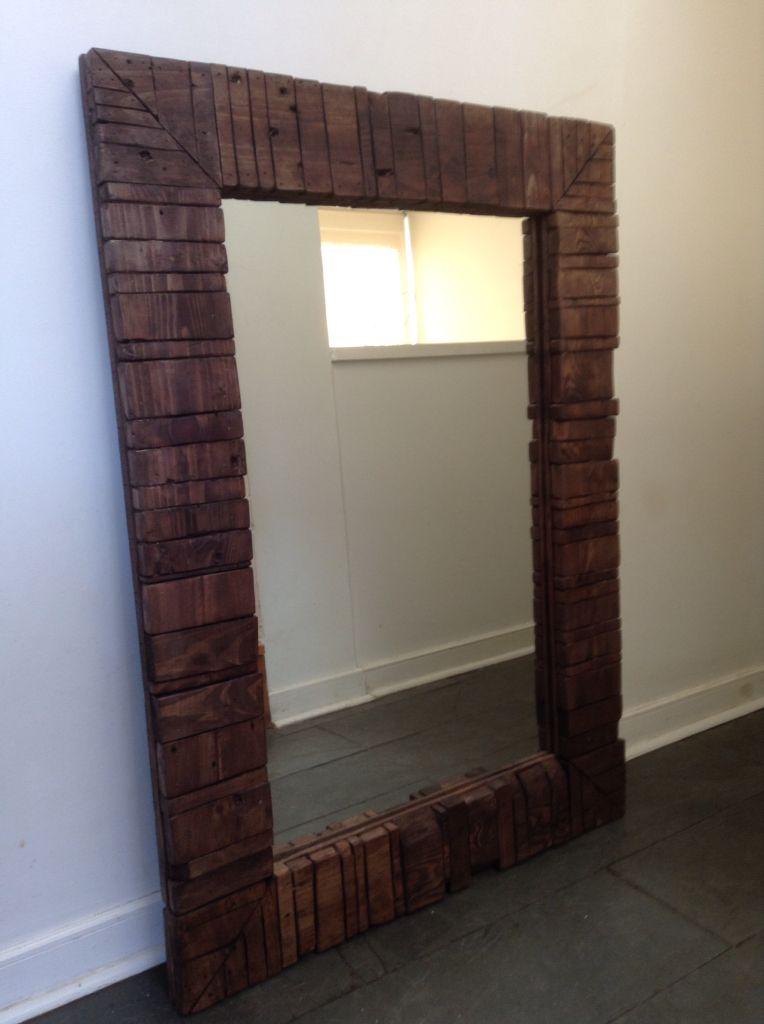 Marco para espejo hecho con maderas de pallet espejos for Disenos de marcos de madera para espejos