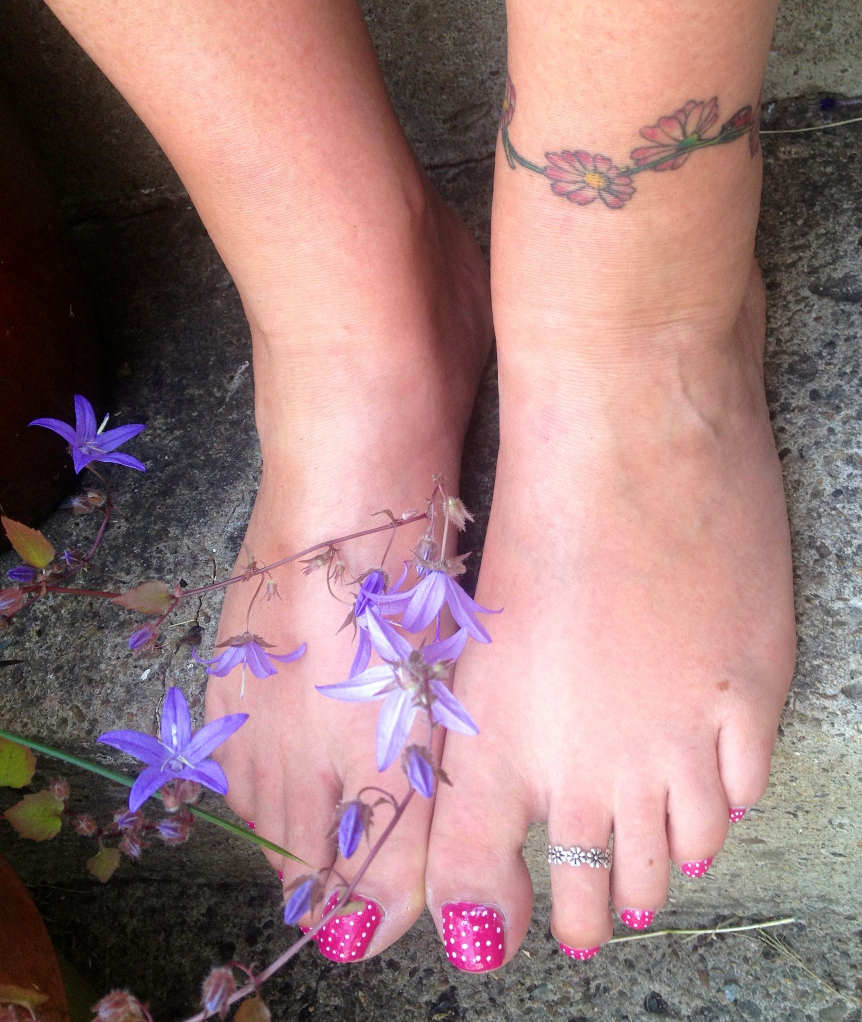 Campanula , daisies, strawberry toes and silver daisy toe ring - cute!