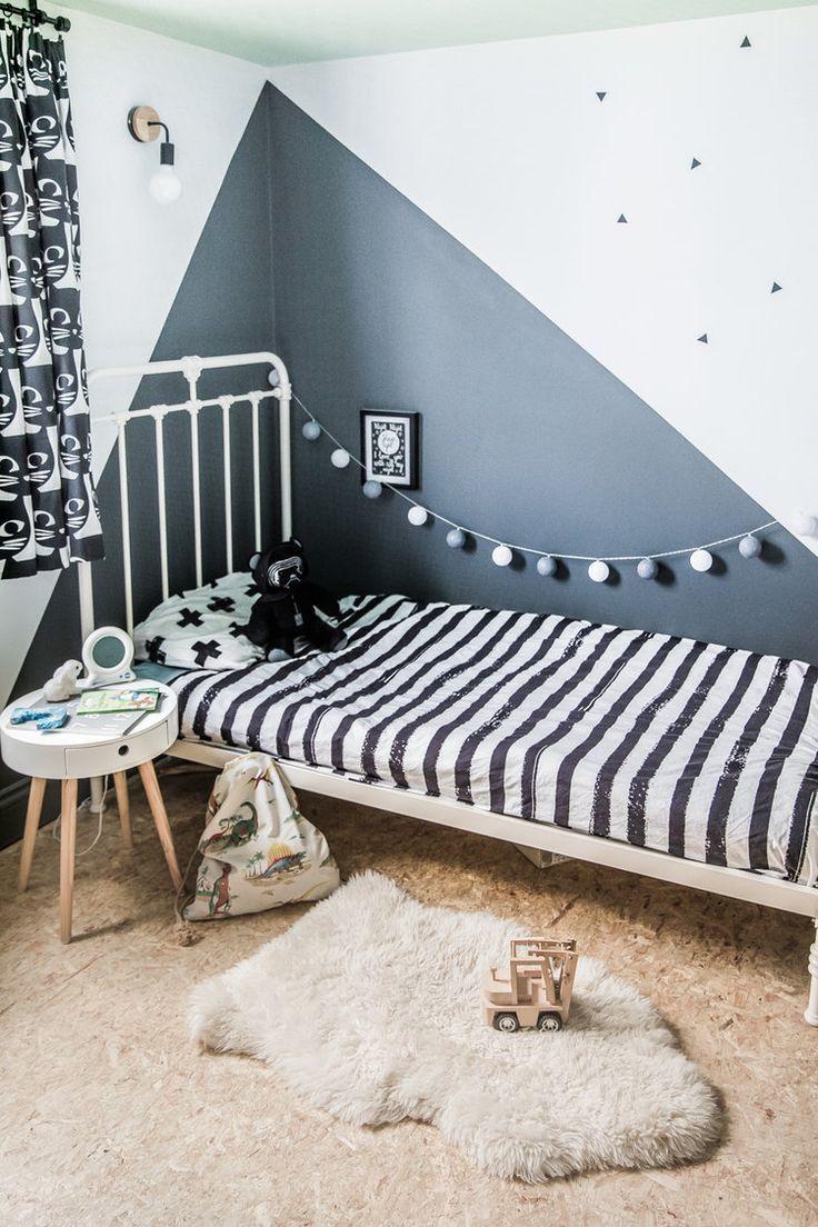 Das Kinderzimmer brauchte ein Update mit einigen Wandaufklebern, Lichtern und Vorhängen. ... - #brauchte #Das #ein #einigen #Kinderzimmer #Lichtern #mit #und #Update #Vorhängen #Wandaufklebern #kidbedrooms