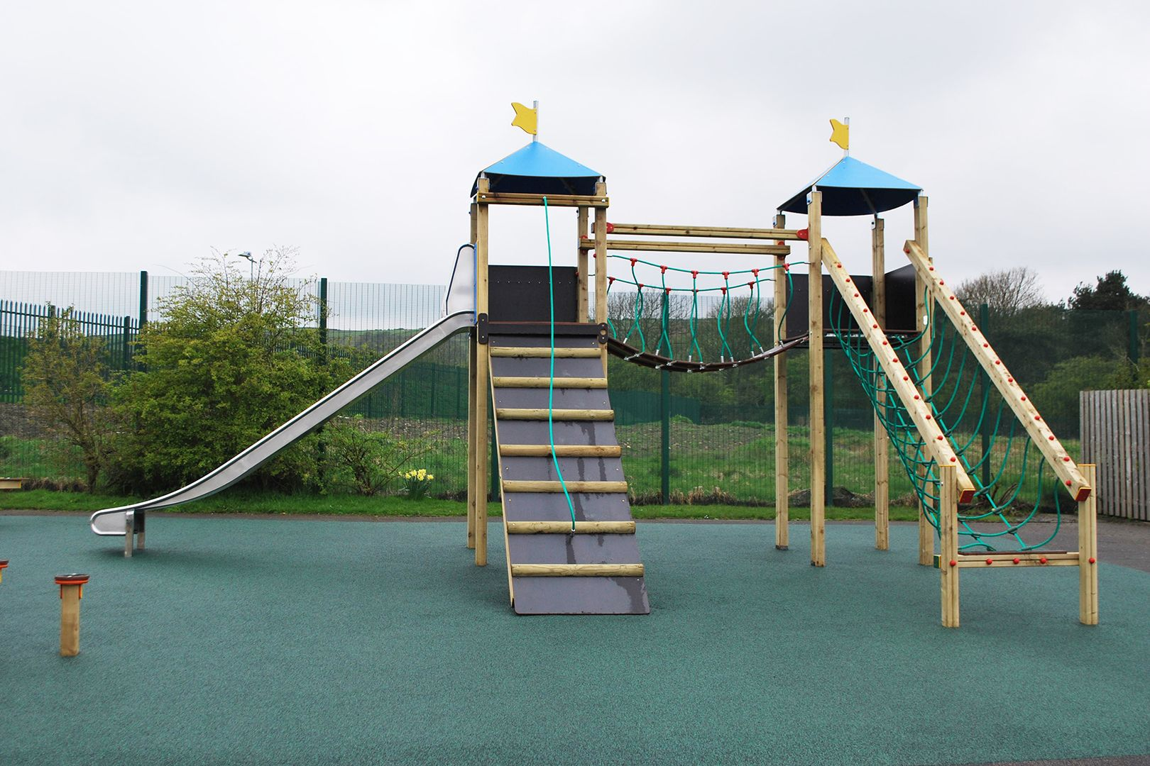 Want an impressive Fort Max tower system from Creative Play but short on space? Our Fort Belmont is perfect for you!