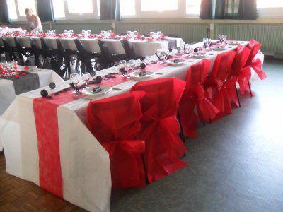 d coration blanc rouge et noir mariage chaise rouge pour table d 39 honneur et chaise noir pour. Black Bedroom Furniture Sets. Home Design Ideas