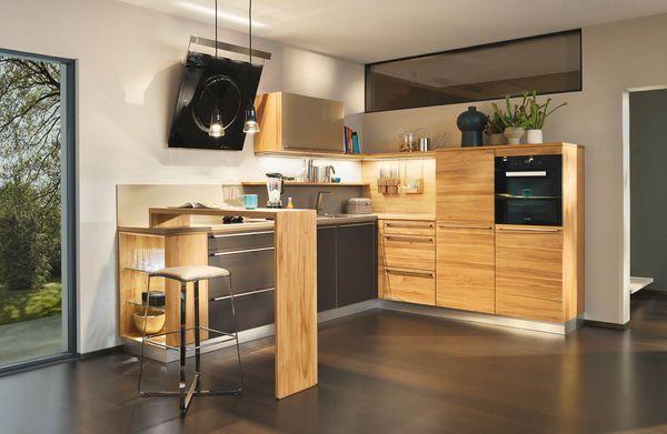 l1 küche in kernbuche mit lux barhocker - ideal für die erste