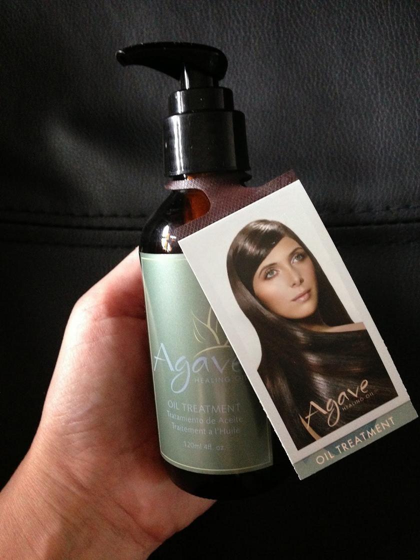 Ci sono giorni in cui shampoo e conditioner non bastano proprio... Ci vorrebbe qualcosa in più per idratare i capelli in modo naturale, renderli pettinabili, morbidi e magari togliere il crespo. Ehi, ma c'è! Tutti questi desideri diventano realtà con Agave Oil!