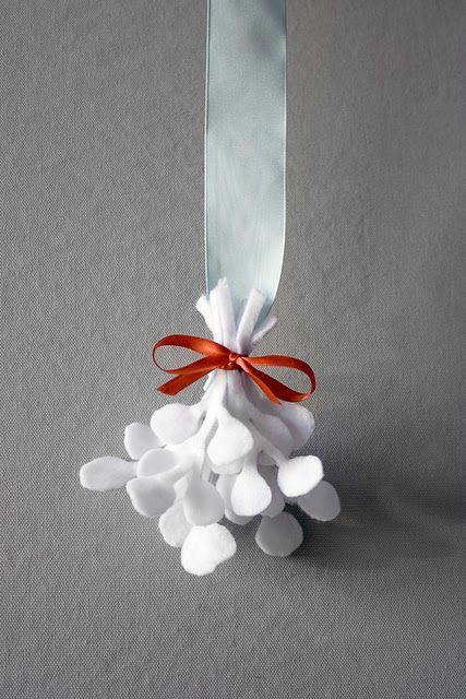 white felt mistletoe #howto