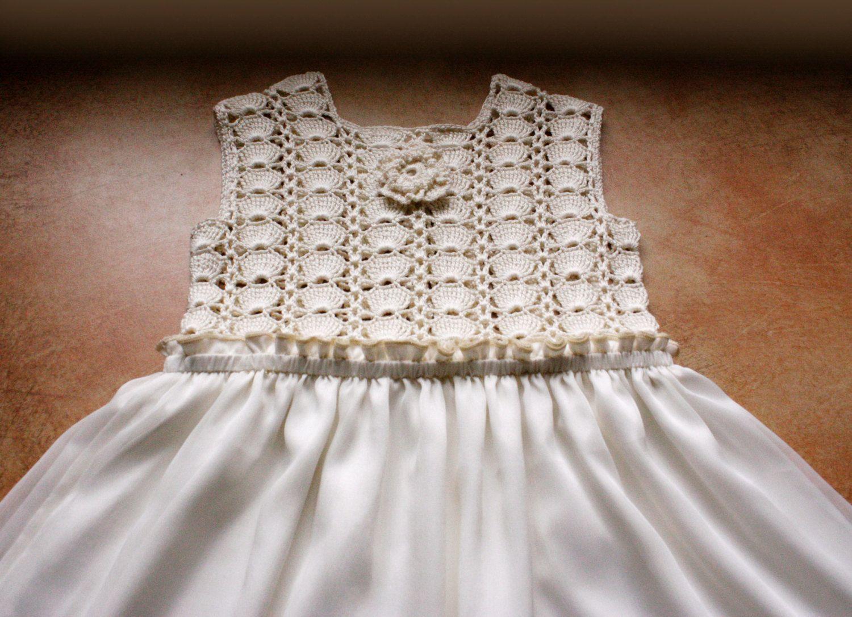 Baby-Kleid. Häkeloberteil von Illiana auf Etsy | örgü | Pinterest