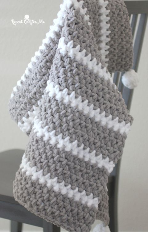 Quick and Easy Bernat Moss Stitch Baby Blanket - Repeat Crafter Me