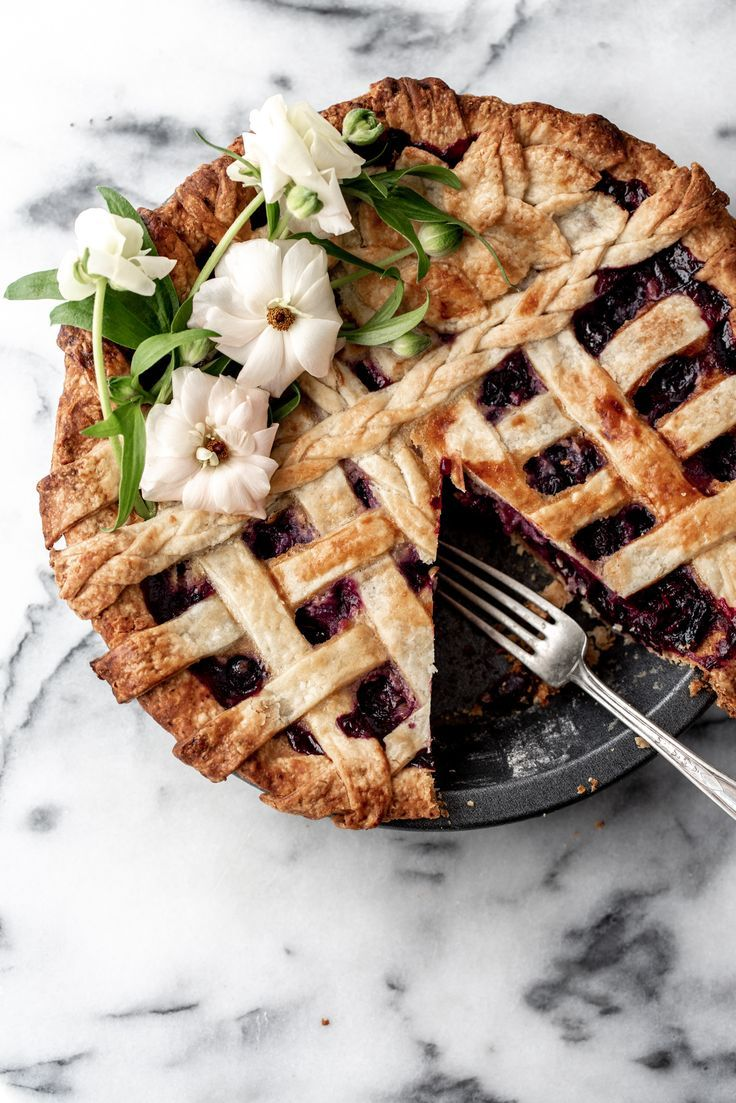 Blueberry Lavender Honey Pie  — Cooking with Cocktail Rings #sweetpie