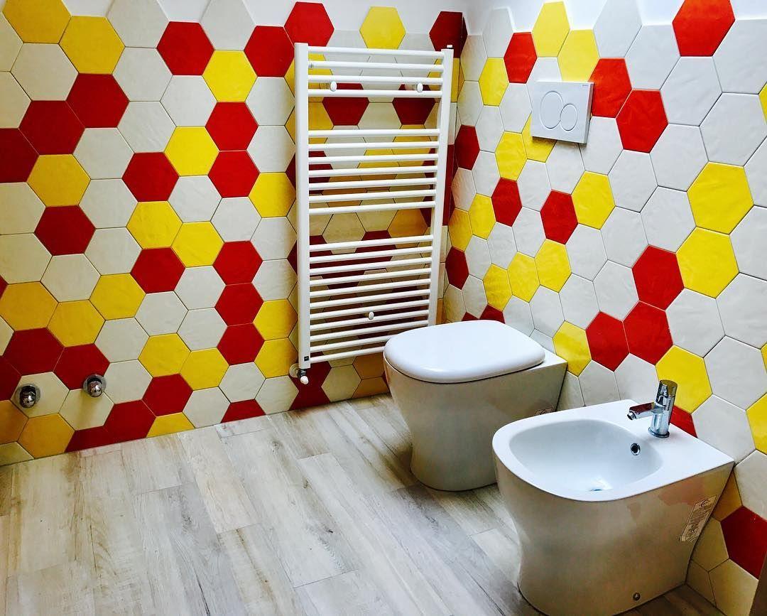 Valpedil showroom rivestimento del bagno realizzato con piastrelle