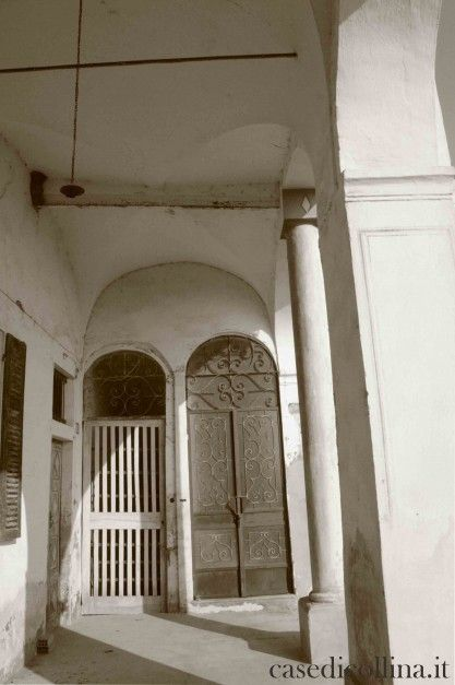 old fascinating doors  ANCIENT HOUSE IN MONFERRATO ITALY FOR SALE ref1007 www.casedicollina.it