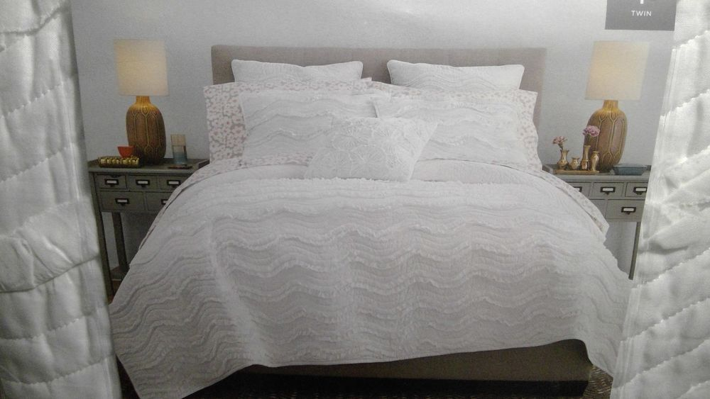 New Cotton Classics Ruffle Quilt Bright White Twin Quilt Throw