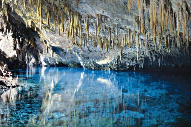 """o último domingo (25) o fotógrafo e geólogo Adriano Gambarini lançou sua obra """"Cavernas do Brasil – Beleza e Humanidade"""", pela editora Metalivro. Visitar página"""