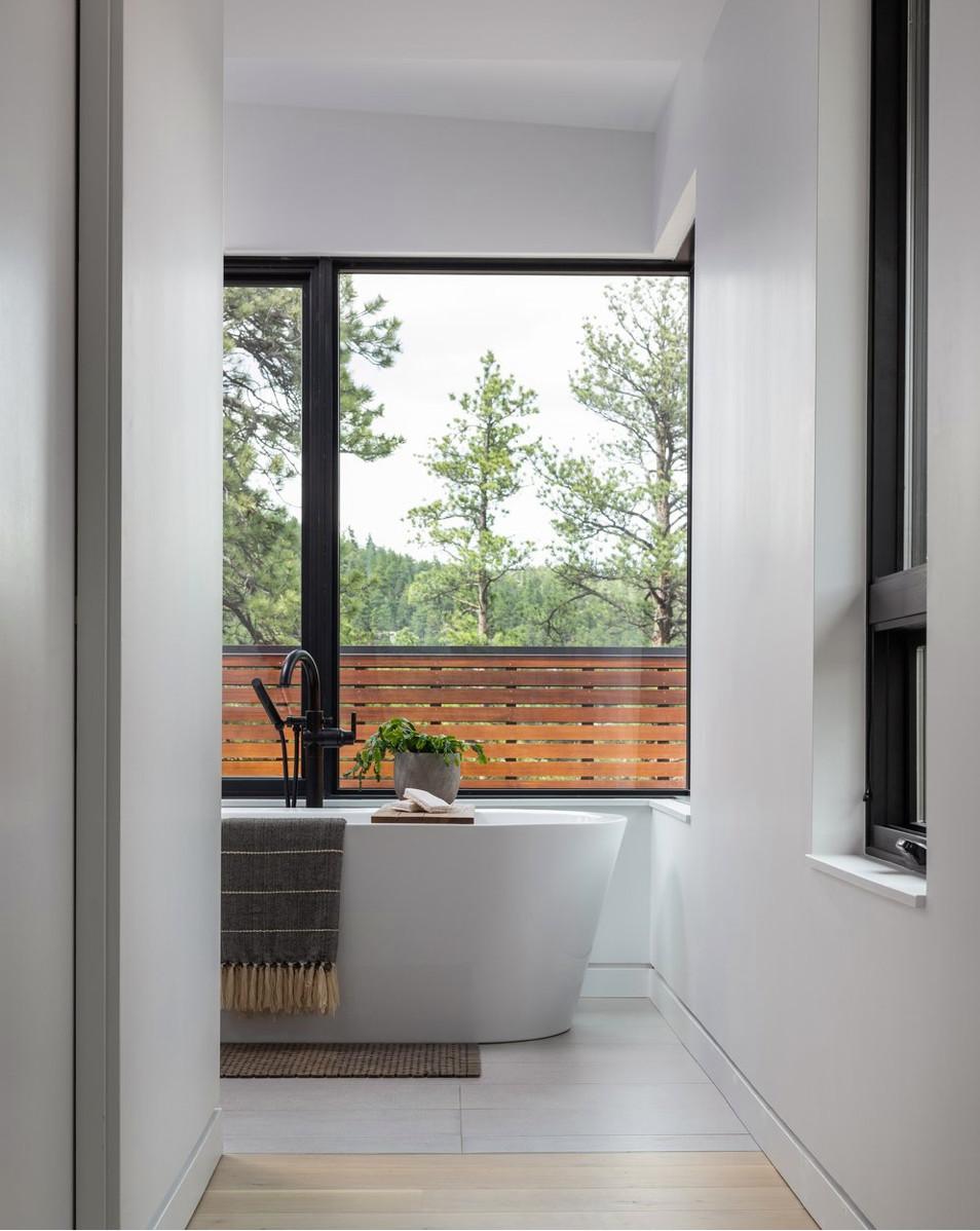 Jacuzzi Celeste Freestanding Bath Ohtama Residence Contemporary