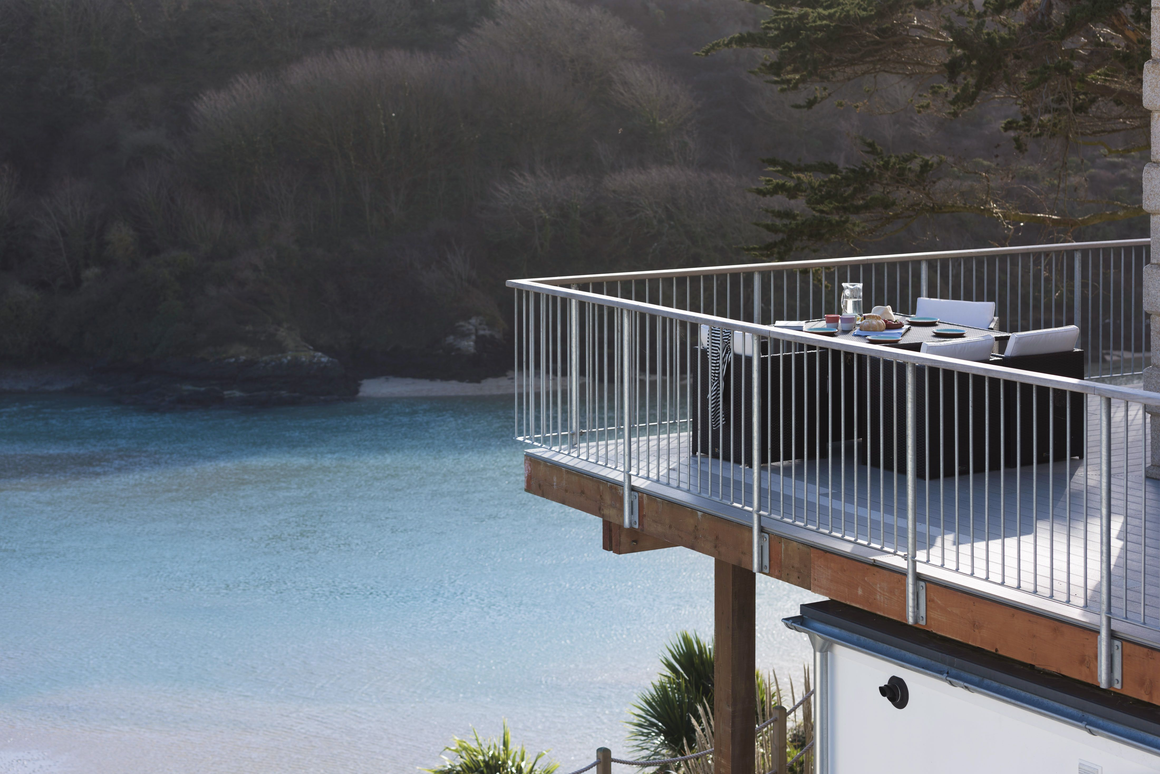 Waterside Newquay Elevated Above The Tidal Waters Of The River