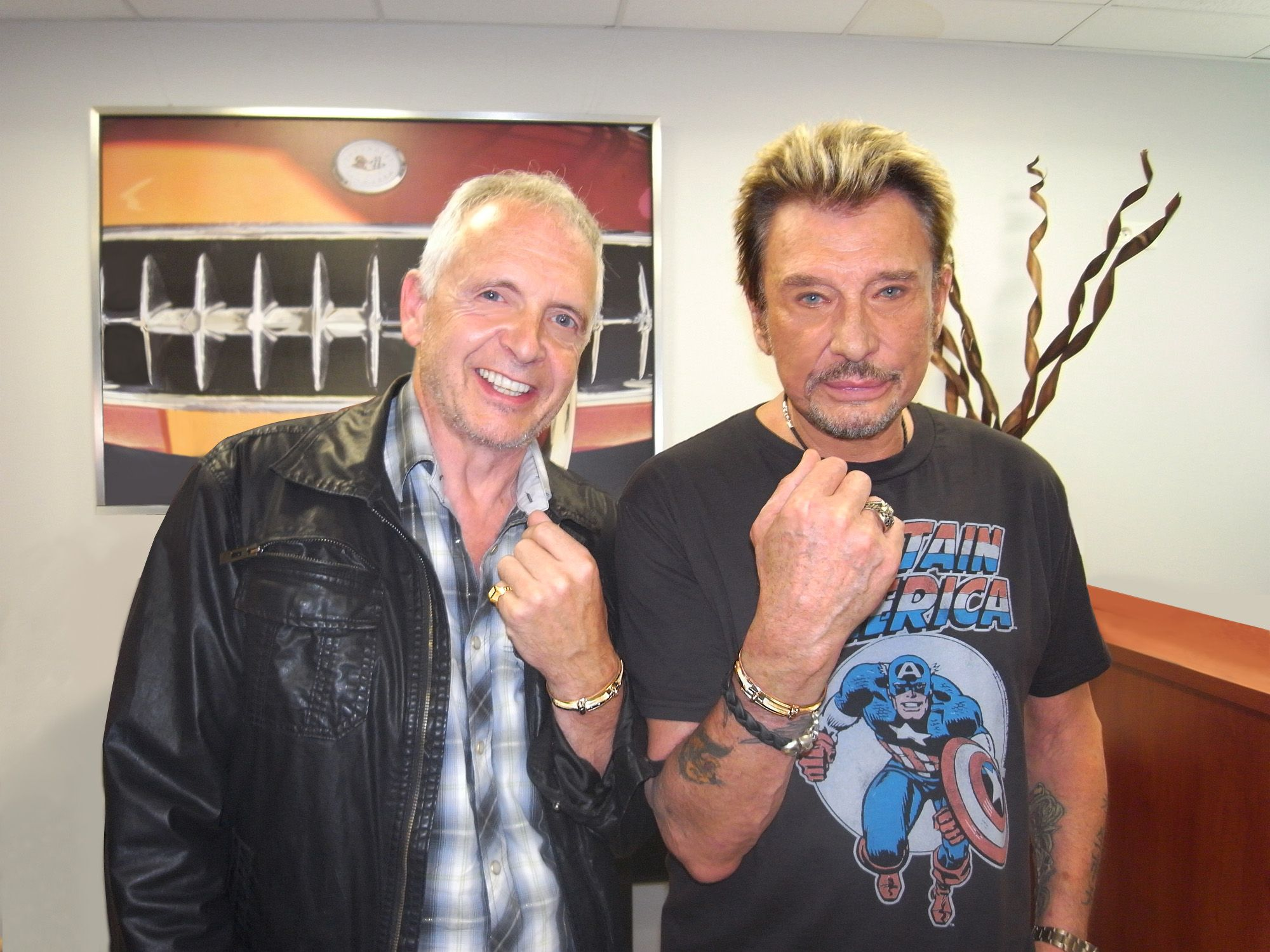 philippe tournaire posant avec johnny hallyday lors de sa tourn e 2009 inaugur e saint etienne. Black Bedroom Furniture Sets. Home Design Ideas