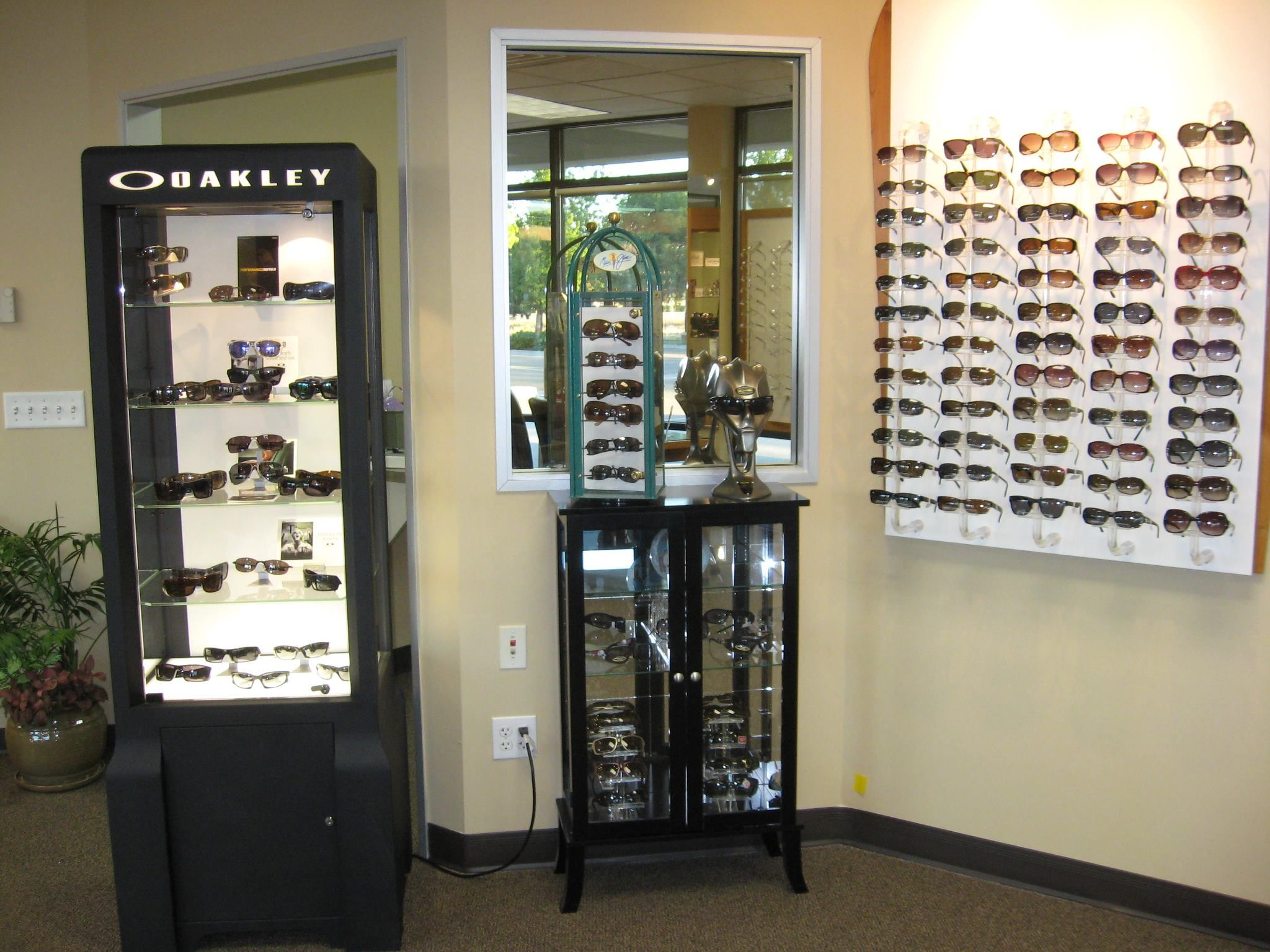 Eagle Vision One is the leading bifocal contact lenses supplier in Eagle, ID with our highly trained optometrists and state-of-the-art equipment.